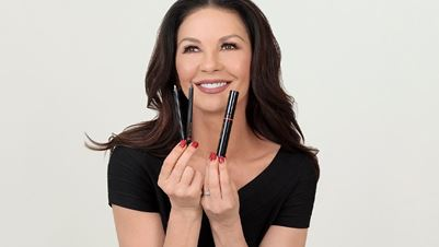 Casa Zeta-Jones: Η νεα cruelty-free make up collection της Catherine Zeta-Jones